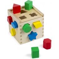 Lesena kocka za vstavljanje likov