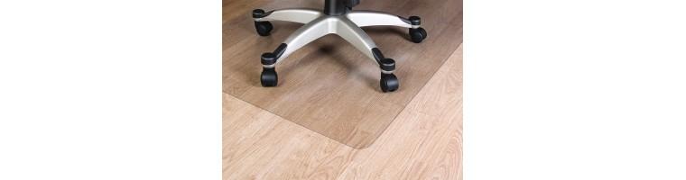 Stoli in podloge za stole in mize